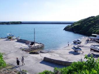 """沖縄本土から日帰りで""""神聖なる島""""へ。東の海に浮かぶニライカナイに一番近い久高島"""