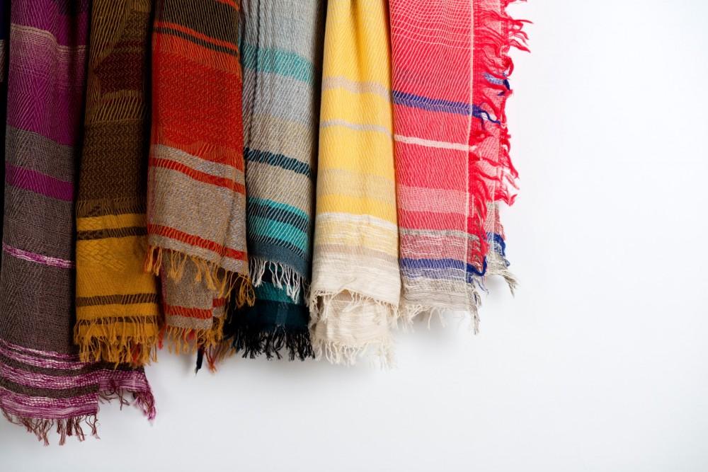 春の装いに添えたい『コットン小物』。やさしい触り心地の綿素材のバッグやストールなど