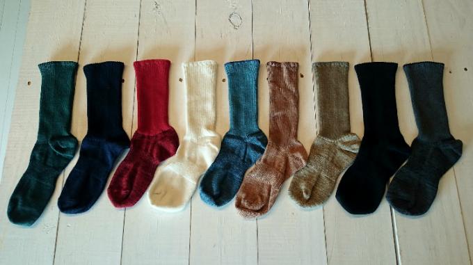 ponte de pie !(ポンテデピエ)の単色ミドル丈の靴下「So」