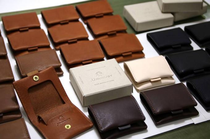 .URUKUST(ウルクスト)のレザー財布数種類とパッケージ用の箱
