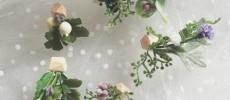 木片に草花の造花を組み合わせたピアス