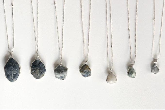 ao(アオ)の海に落ちている石をそのまま使って作られたネックレス7種類
