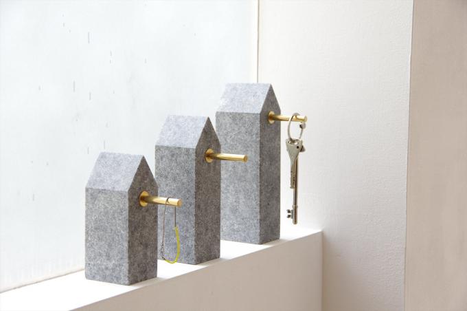 AJI PROJECT(アジプロジェクト)の石材に真鍮のハンガーを取り付けたキーフック3種類