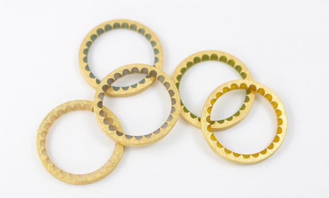 comado(コマド)のゴールドと樹脂を使った歯車モチーフのリング5点