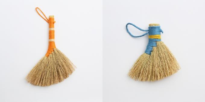 工房ストローの藁と麻紐で作ったわらほうき2種類