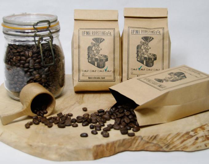 袋や瓶に入ったIFNi  ROASTING & CO.(イフニ ロースティングアンドコー)のコーヒー豆数種類