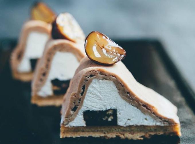 3つ並んだPâtisserie Asako Iwayanagi(パティスリィ アサコ イワヤナギ)の定番ケーキ