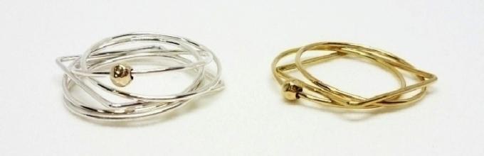 MINIMUMNUTS(ミニマムナッツ)の5連リング2種類(金色、銀色)