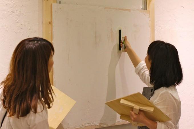 DIY FACTORYの講師がレッスンでレクチャーしているところ