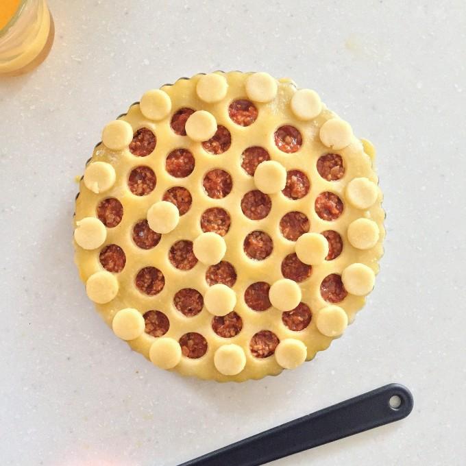 菜種油のパイ生地を使用したミートパイ