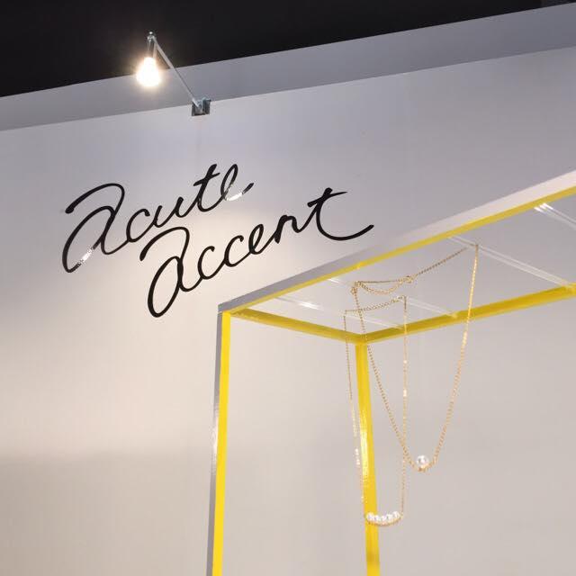 Acute Accent展示のディスプレイ