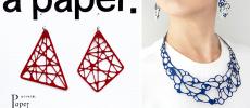赤いピアスと青いネックレス