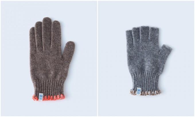 茶色とグレーの手袋