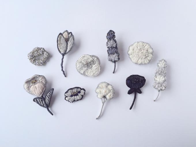 acou:(アク)のお花モチーフの刺繍ブローチ数種類