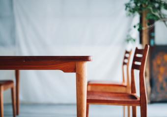 ぬくもり溢れる使い心地でお部屋を豊かな空間に。「ECHOES furniture」の木製家具