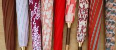 イイダ傘店の赤い傘たち数種類