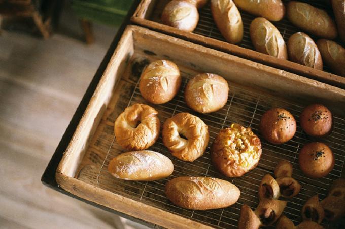 うぐいすと穀雨(こくう)のパン数種類