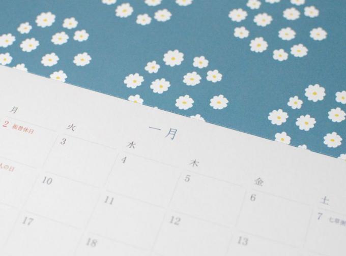 星燈社の2017カレンダーの1月(和柄、花飾り)のページ
