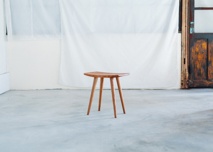 ECHOES furniture(エコーズファニチャー)の木製スツール