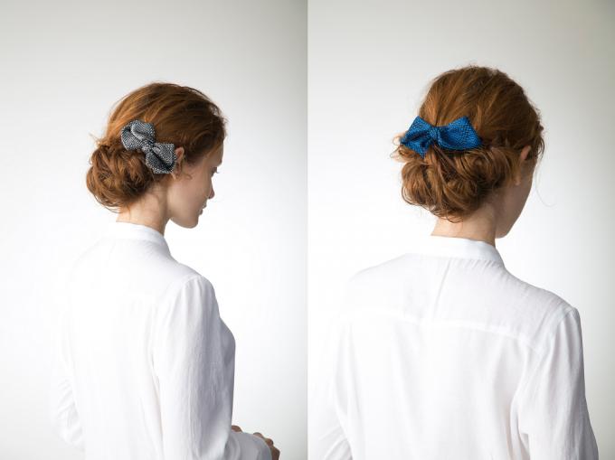 KUSKA(クスカ)の手織りテキスタイルで作ったリボンバレッタをつけた女性2パターン