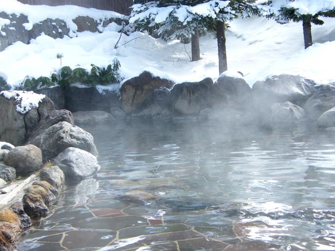 雪景色の露天温泉