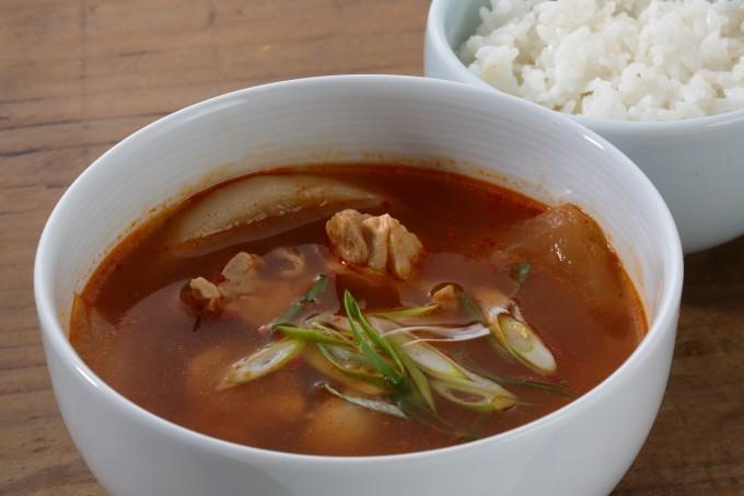 鶏の旨さを吸った大根にびっくり!「鶏のピリ辛スープとご飯」の出来上がり写真