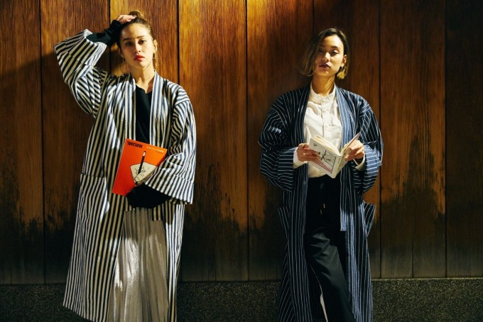 BOOK AND BED TOKYO(ブックアンドベッドトーキョー)京都店オリジナルのパジャマを着ている女性二人