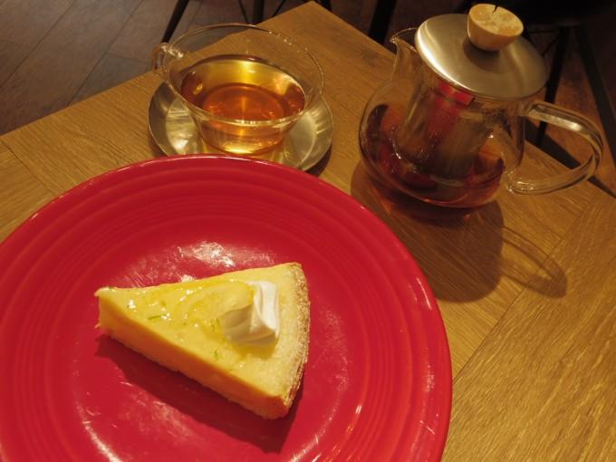 札幌・円山の「ジュンノスケ」のアップルパイと紅茶
