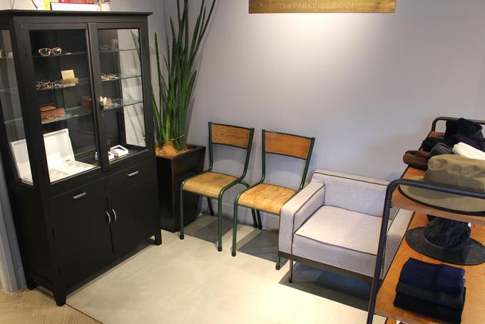 パークサイドルームのソファやイスが置かれた待合いスペース