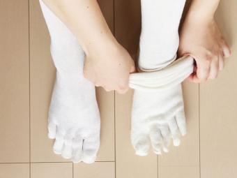 足元の冷えは女性の大敵。機能性もデザイン性も重視した「くらしきぬ」の冷えとり靴下