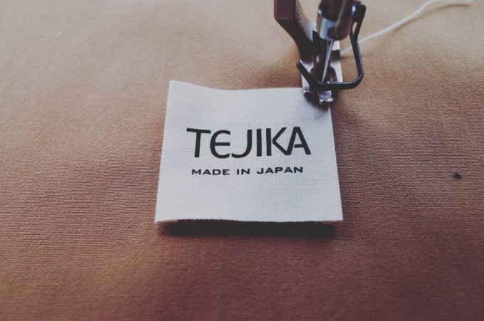 TEJIKA(てぢか)のタグとミシン、帆布