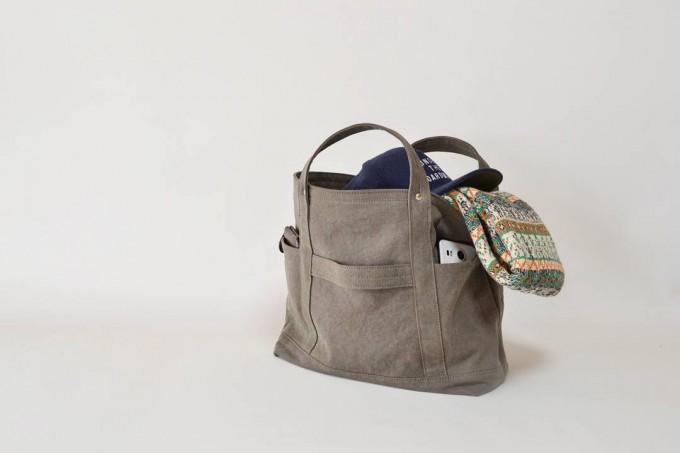 TEJIKA(てぢか)のバッグ「TOOL TOAT」ブラウン