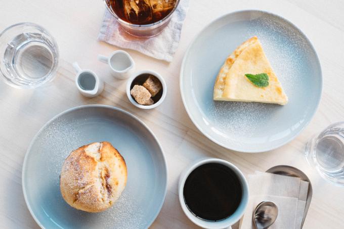 MINOU BOOKS & CAFEのマフィンやチーズケーキ