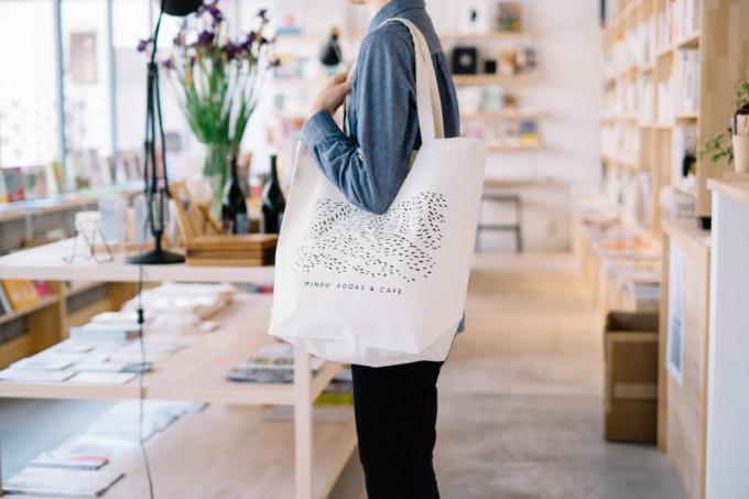 MINOU BOOKS & CAFEのオリジナルトートバッグ