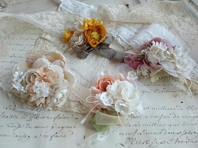 花モチーフのFleuretteのヘアクリップ4つ