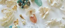 さりげない華やかさが大人っぽい。エレガントな草木モチーフで装いを彩る「0810」のアクセサリー