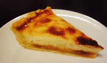 優しい甘さにいやされよう。温かくても冷やしてもおいしい手作り「プリンパイ」