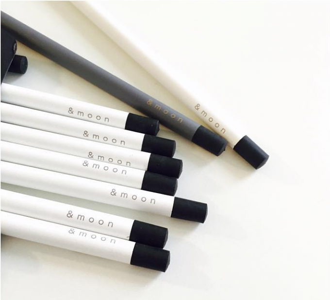 「&moon」の鉛筆