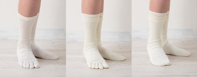 くらしきぬの冷えとり靴下4足セットのうち3足の着用画像