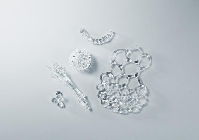 青木美歌さんのガラス作品「Tiny essences」