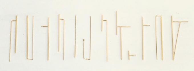 yuの金属を使ったラインピアス数種類