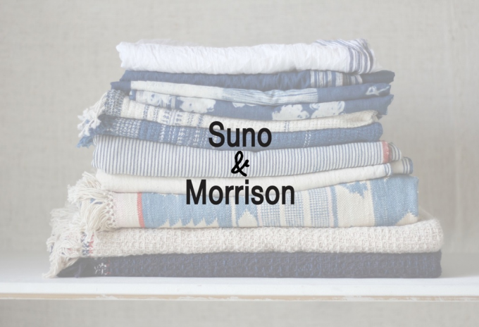 重ねられたSuno&Morrison(スノアンドモリソン)で使われている素材とロゴ