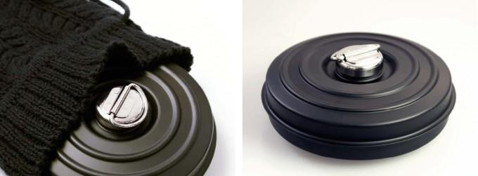 ブラックのコットンニットカバーの「FD STYLE 湯たんぽ」の使用例