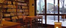 一杯のコーヒーに付加価値を付けて、くつろげる場所に。函館のブック&カフェ「百閒」
