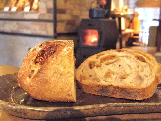 「tombolo(トンボロ)」の天然酵母パン『いちじくとくるみのパン』