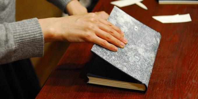 「空想製本屋」では、自宅兼アトリエで学ぶ製本教室が人気