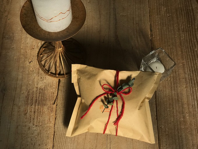 大谷石を使った「AKARIROUSOKU」の素朴なキャンドル