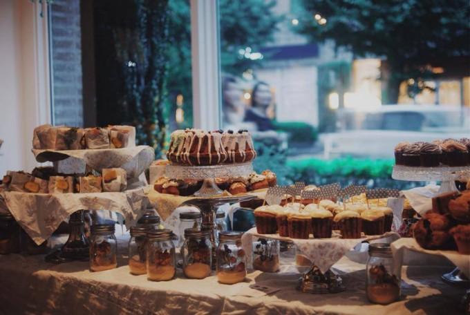 「pompon cakes(ポンポンケーキ)」のケーキが並ぶ様子