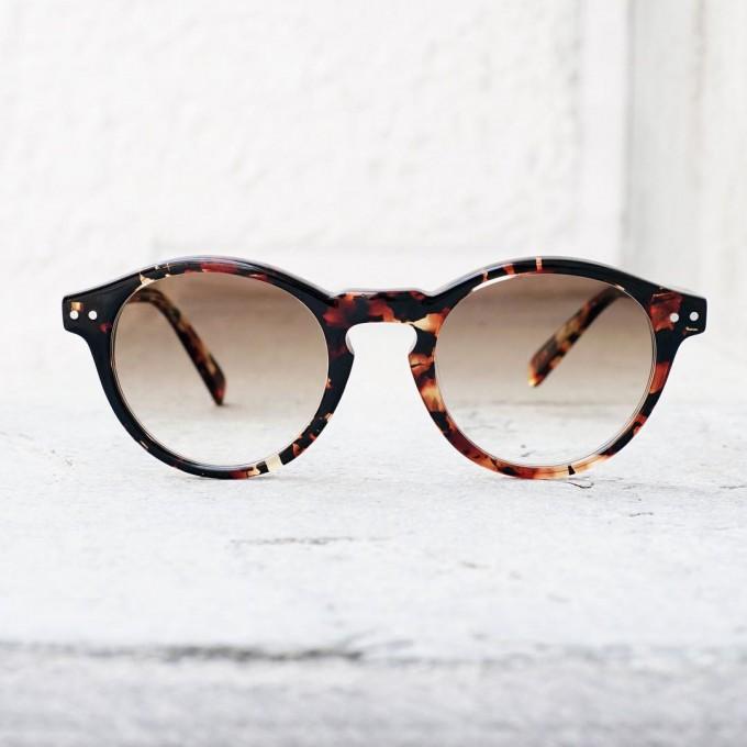 「HAUSKA TAVATA(ハウスカ タバタ)」で取り扱っているサングラス