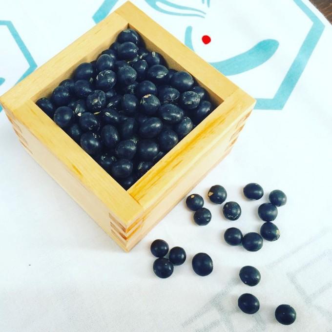 「兎豆屋(とまめや)」の黒豆と兎のロゴ